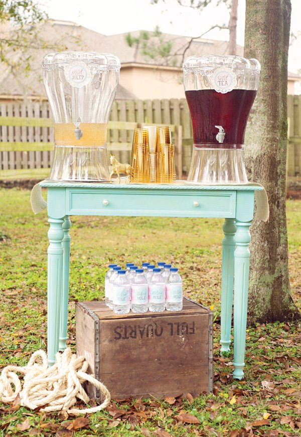 rustic farmgirl outdoor drinks staiton