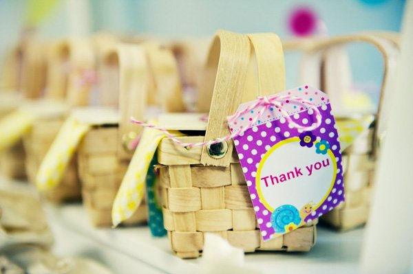 picnic basket party favors