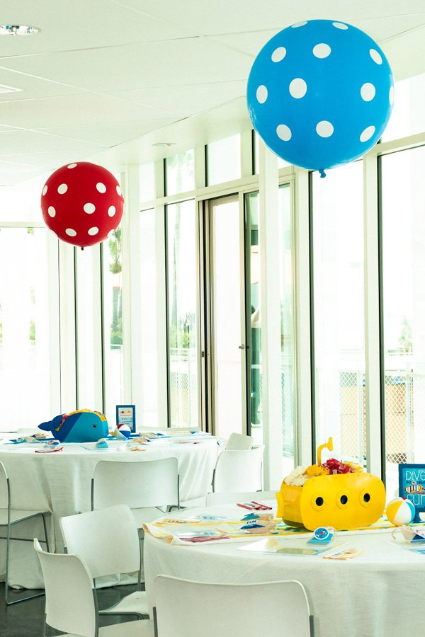 pool party decorations - centerpieces and balloons