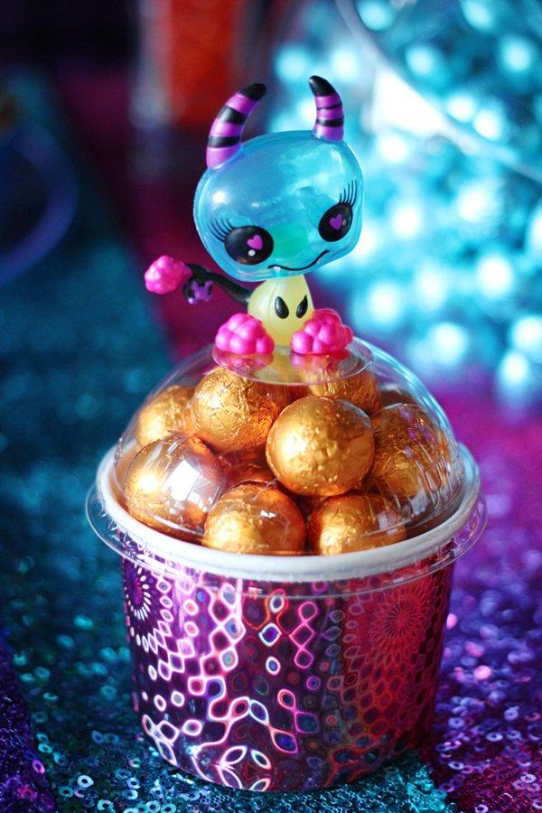 alien-candy-favors
