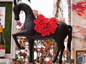 Kentucky Derby Centerpiece - Garland of Roses Horse