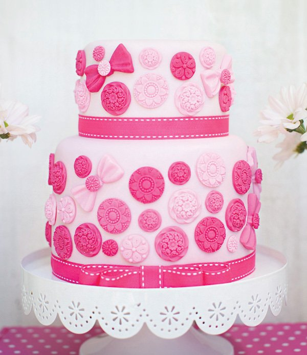 pink button birthday cake