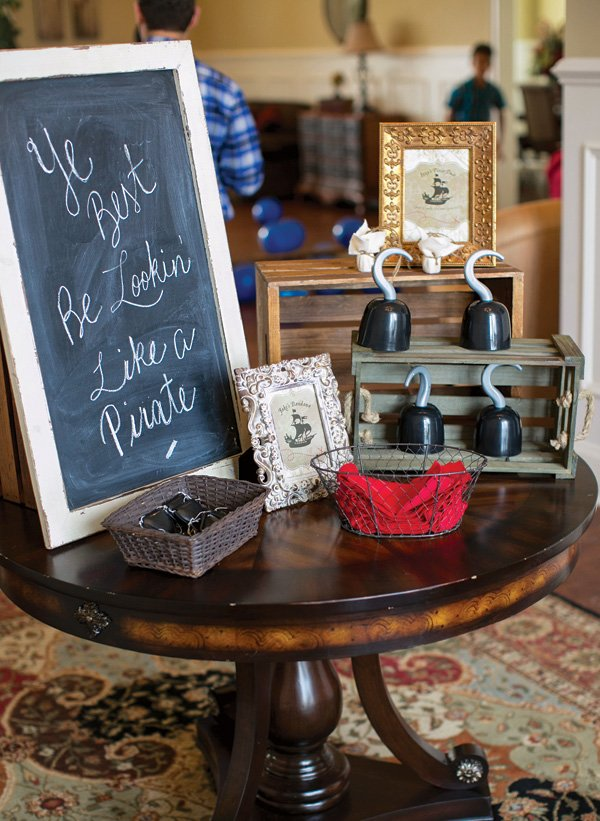 pirate party dress up table