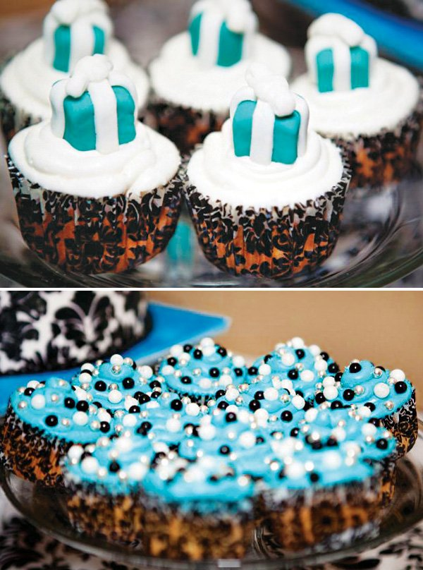 tiffany box topped cupcakes and tiffany blue frosting