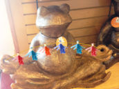 Yoga Frog Birdfeeder with Party Garland