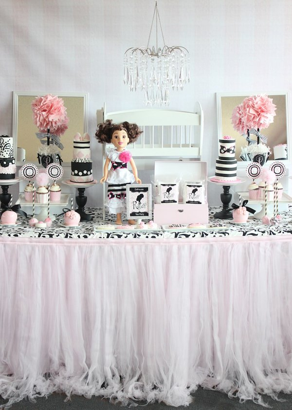 Dollhouse-dessert-table