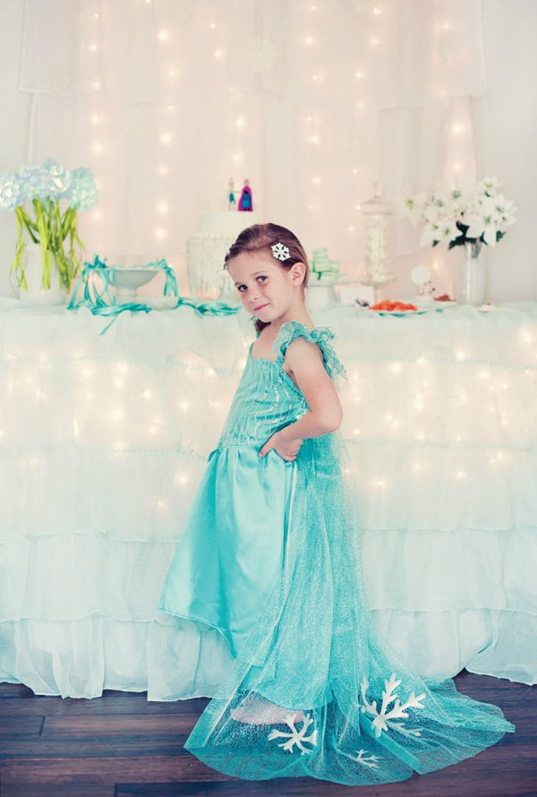 kid's elsa costume for a frozen themed party
