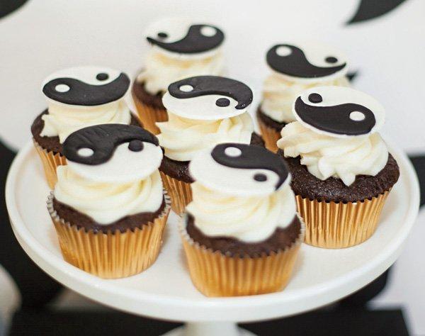 yin yang cupcakes