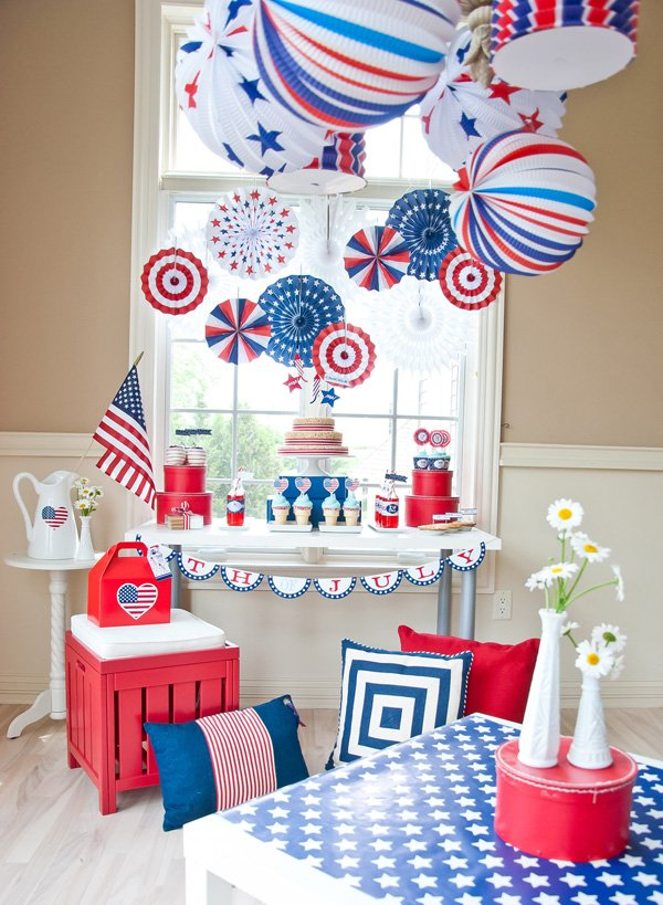 A classic all american 4th of july party hostess with for American decoration ideas