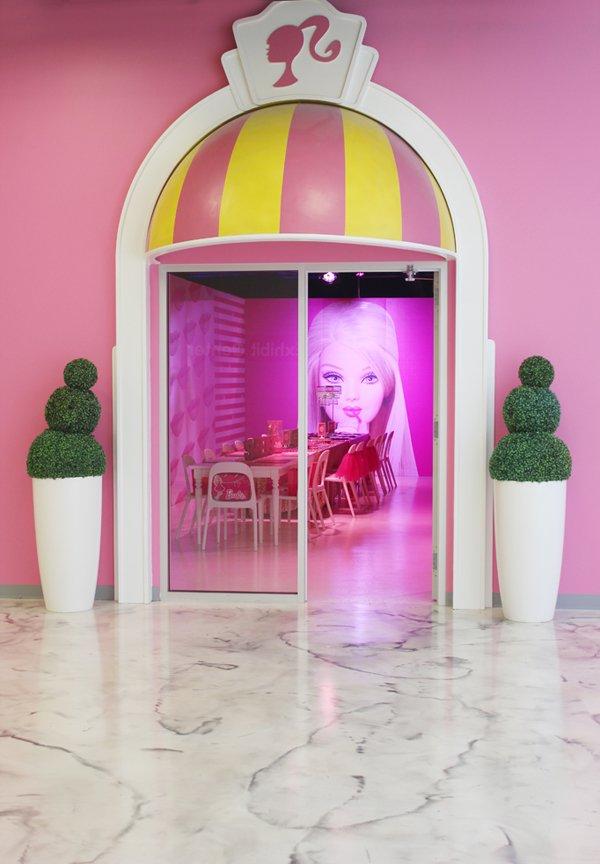 Barbie-dreamhouse-party-room-entrance