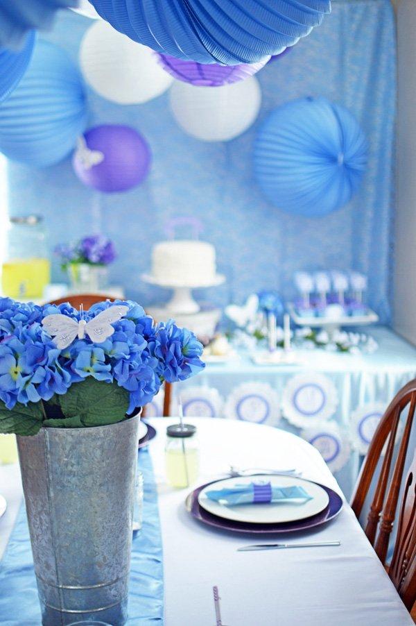 blue hydrangea table centerpiece