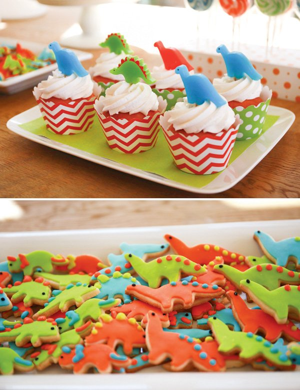 dinosaur party desserts like cookies and cucpakes