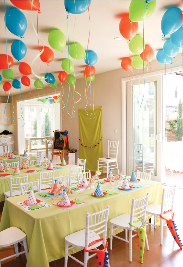 kids' dinosaur birthday party tablescape