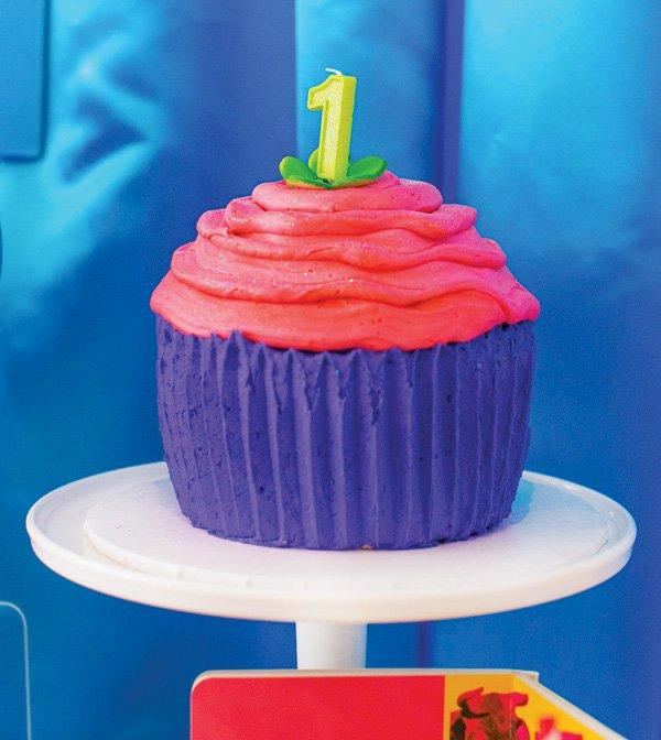 large cupcake smash cake