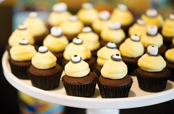 minion eye topped cupcakes