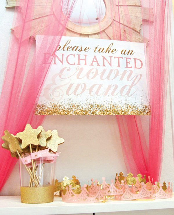 gold wands and crowns for party favors