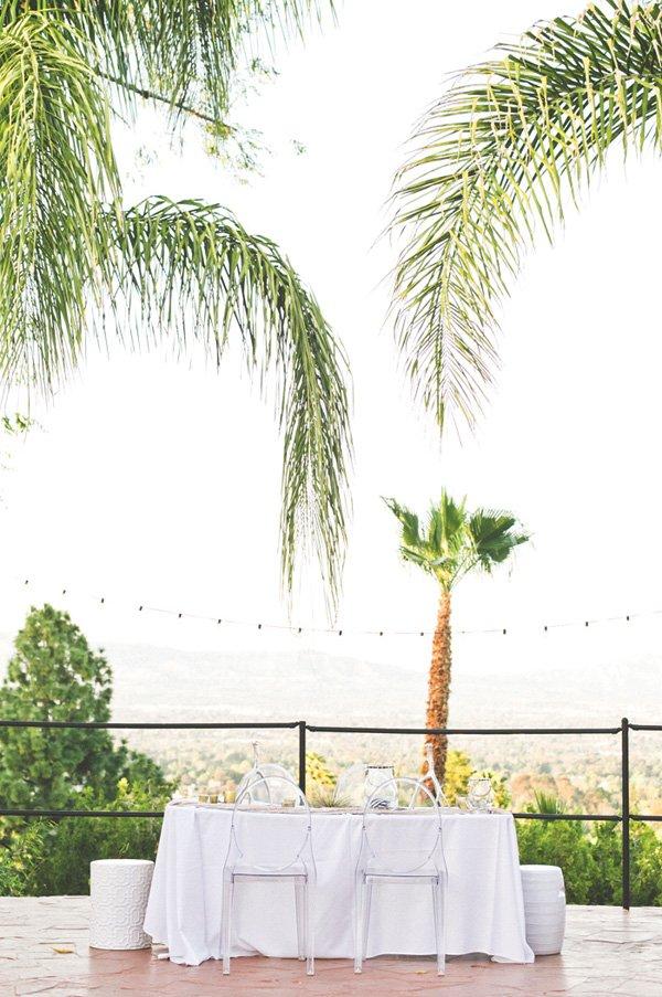 backyard all white tablescape