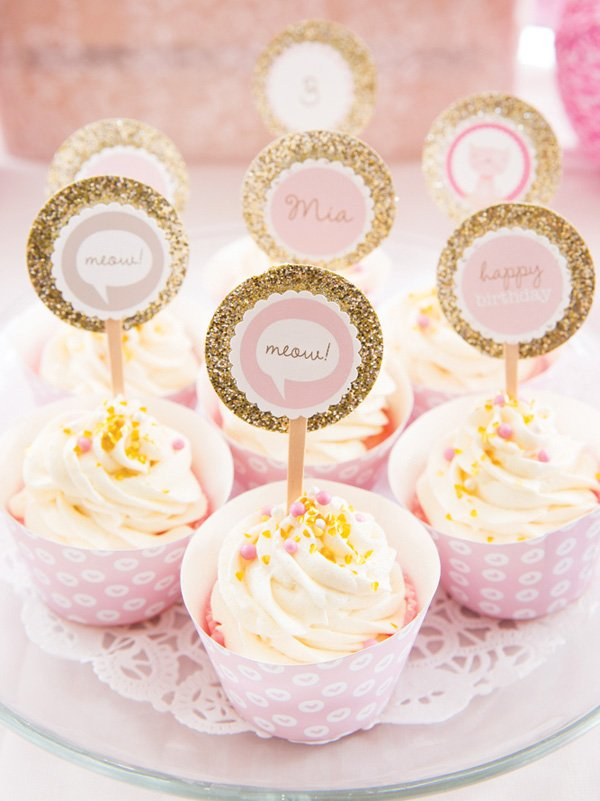 meow party circle topped cupcakes
