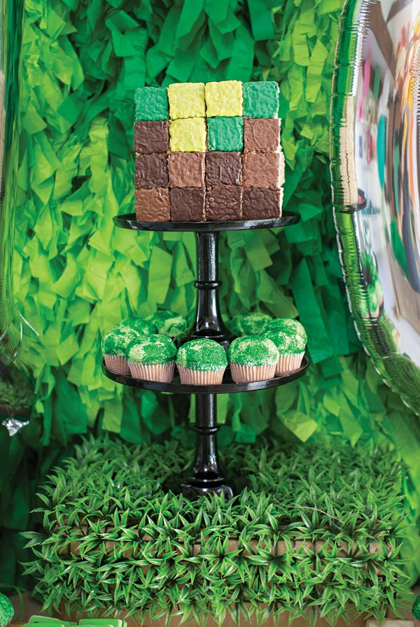 minecraft themed building blocks cake