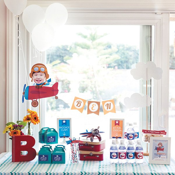 airplane party favor table