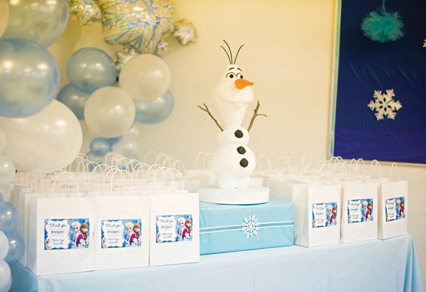 frozen birthday party favors table with olaf