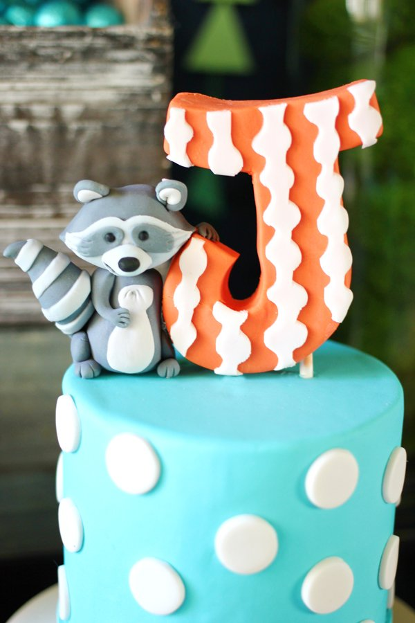 raccoon-cake-topper