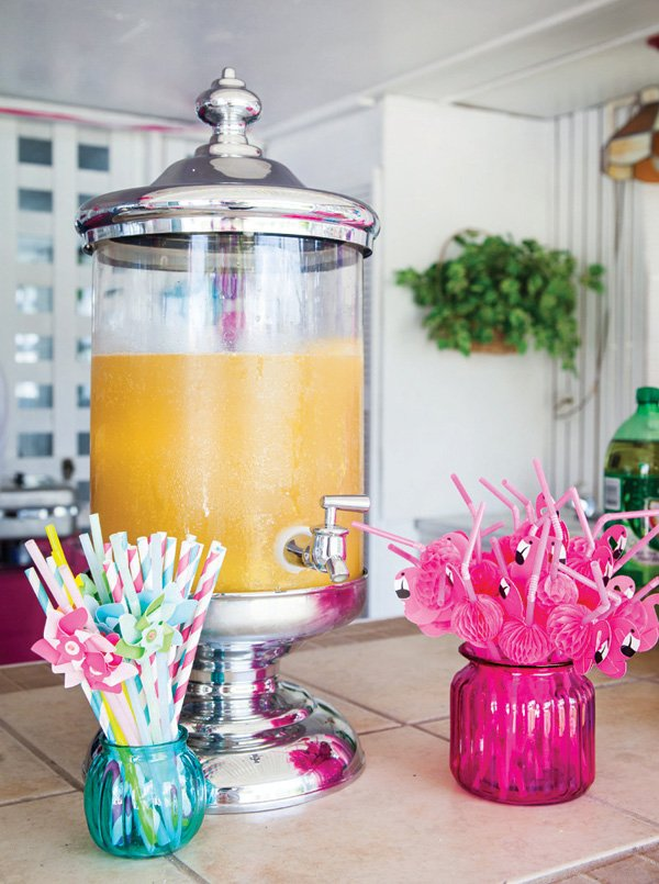 tropical flamingo party drinks and straws