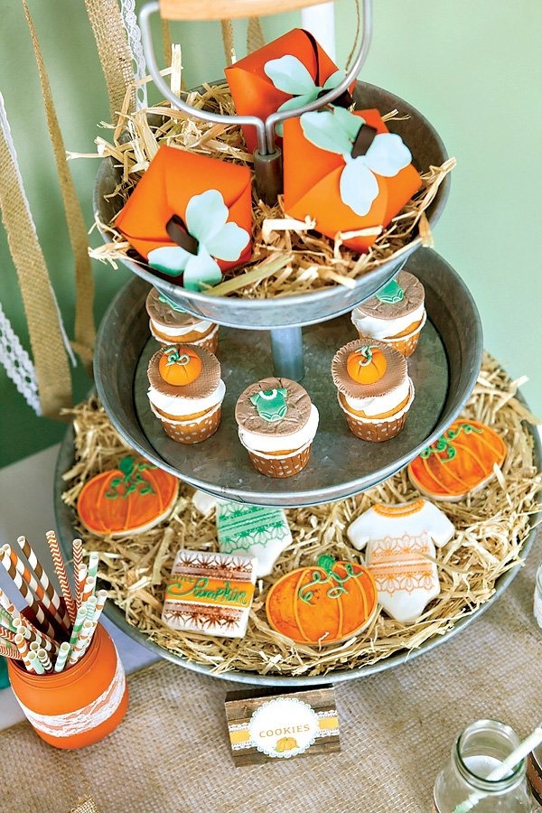 pumkin party favors in burlap bags