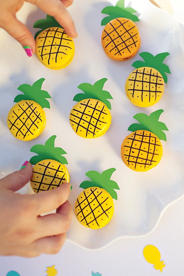 DIY pineapple macarons