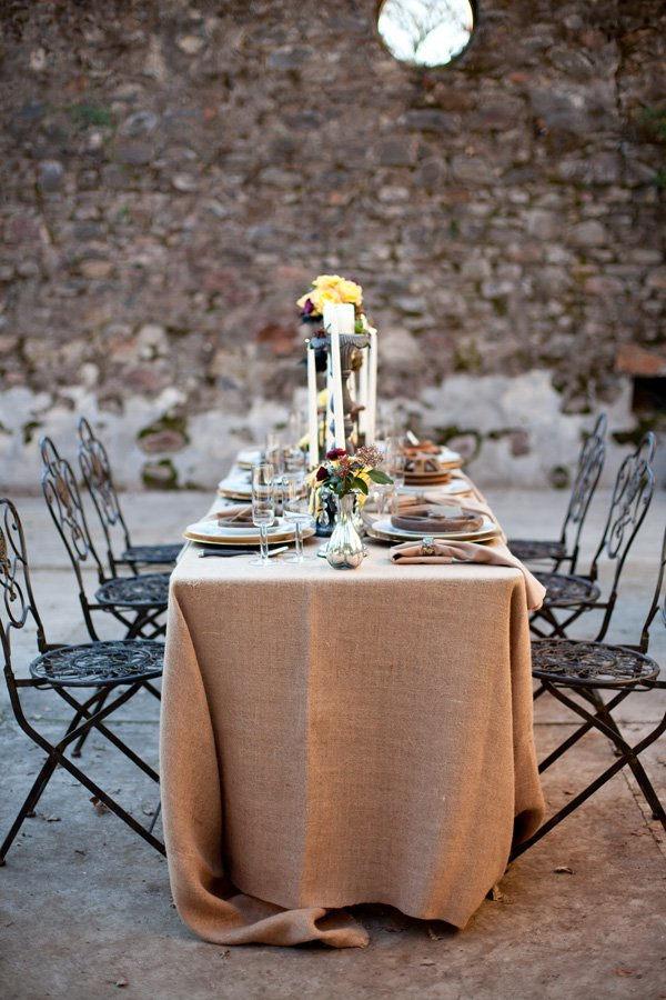 fall wedding table with burlap linen