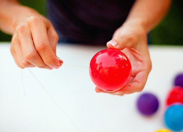diy tutorial: plastic ball garland
