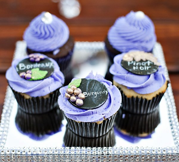5_wine-party-cupcakes-chalkboard-toppers