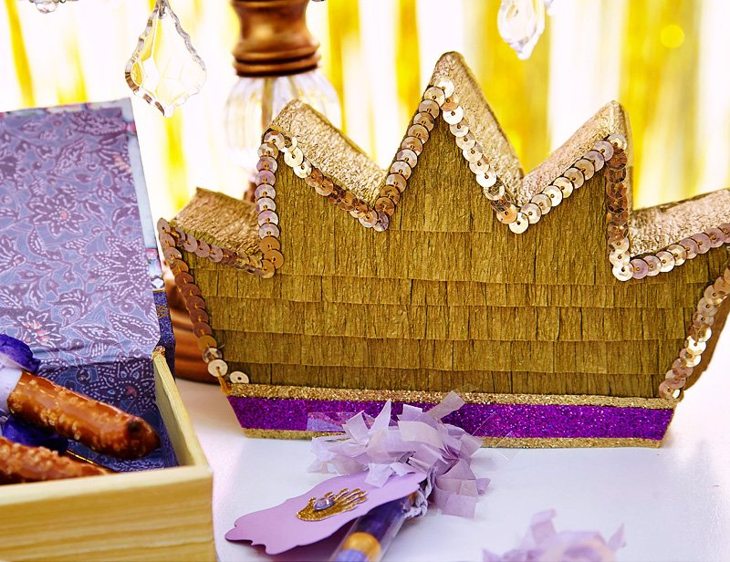 how to make a crown pinata