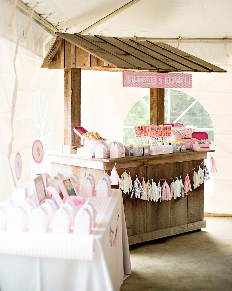 girlie train party favor station