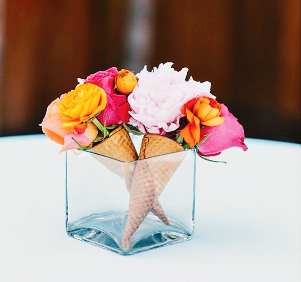 Bright colorful sundae brunch bridal shower hostess - Bouquet centre de table ...