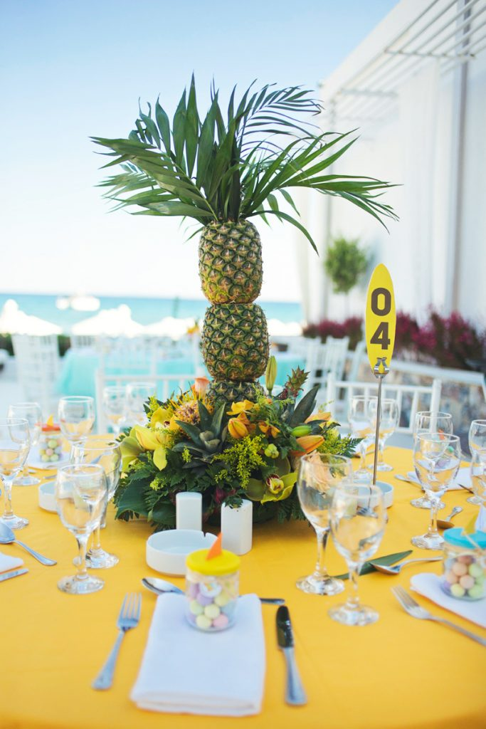pineapple-palm-centerpiece