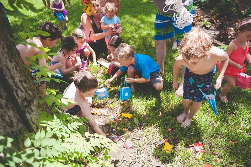 kids picking up pinata candy