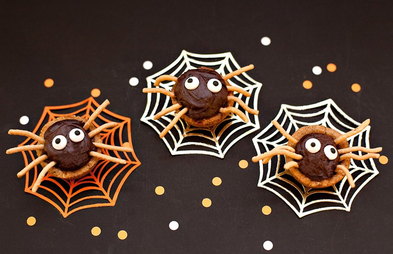 Easy Halloween Spider Cookies - Oatmeal Butterscotch