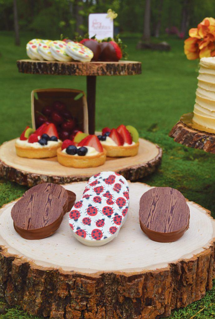 woodgrain-chocolate-oreos