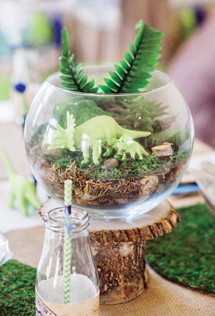 DIY dinosaur terrarium table centerpieces