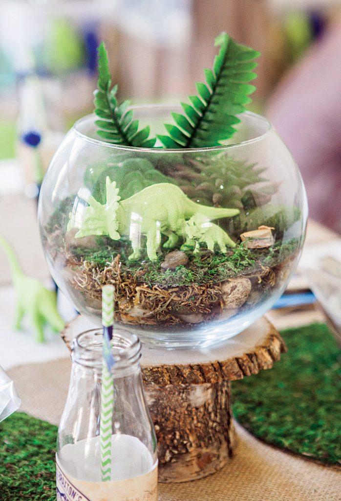 DIY dinosaur terrarium table centerpieces