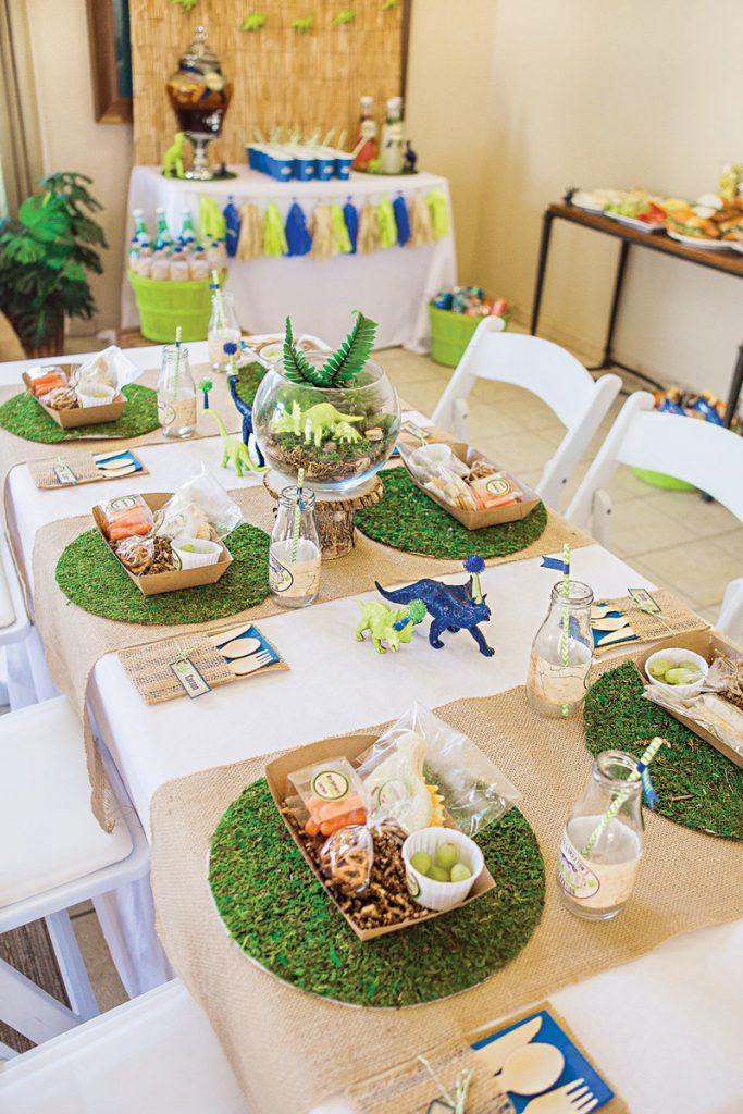 dinosaur birthday party tablescape ideas