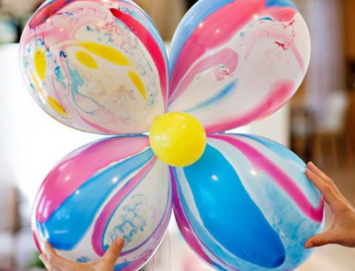DIY Tutorial: Giant Marble Balloon Flowers for Mom