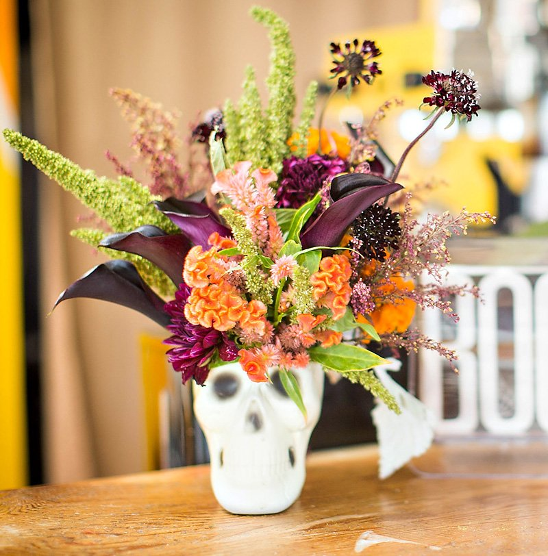 glam Halloween flower arrangement