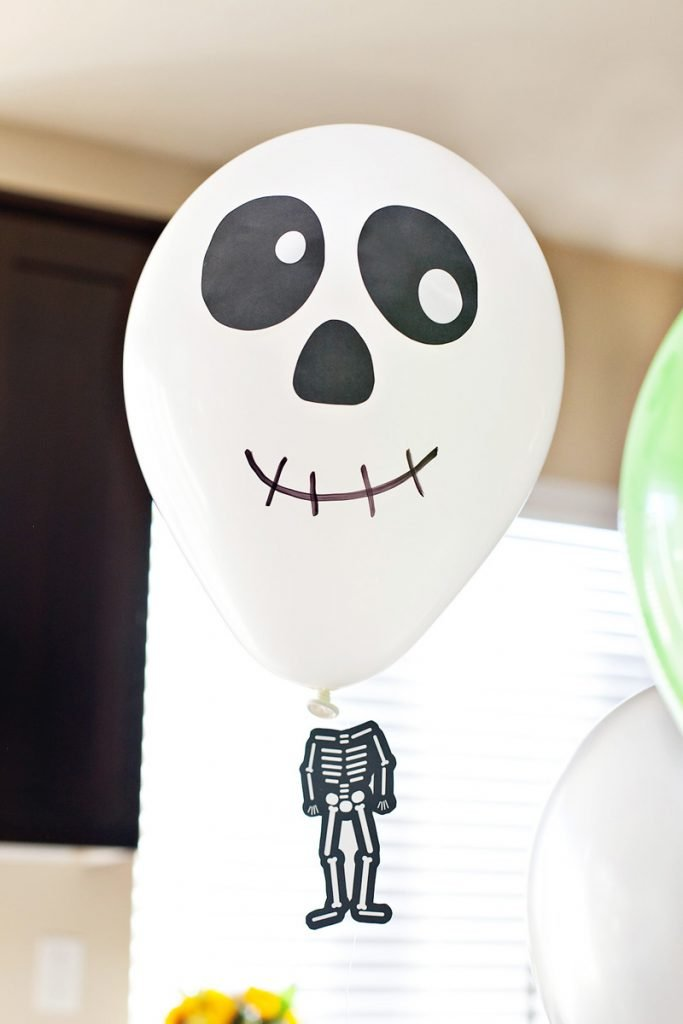 DIY Skeleton Balloon