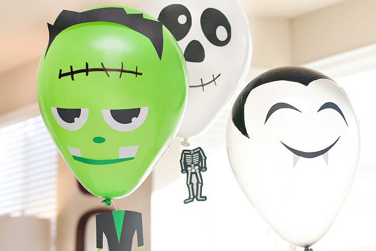 "DIY Halloween Balloons with ""Floating Heads"""
