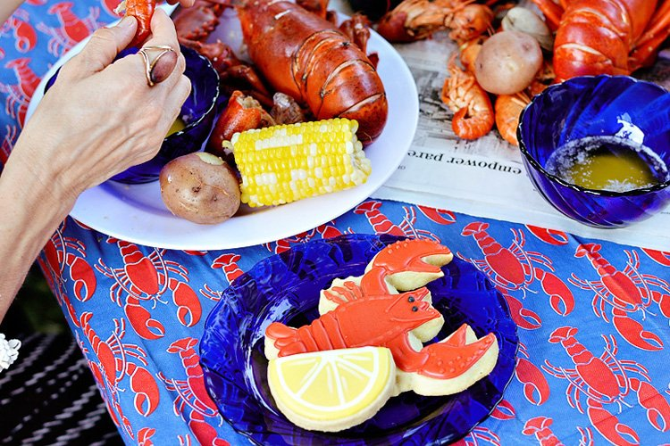A Casual & Chic Low Country Seafood Boil