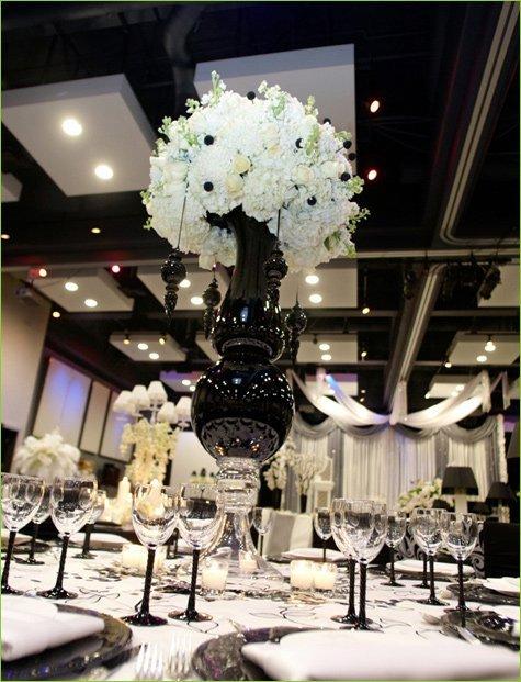 Wedding lunch black white room hostess with the - Deco salle noir et blanc ...
