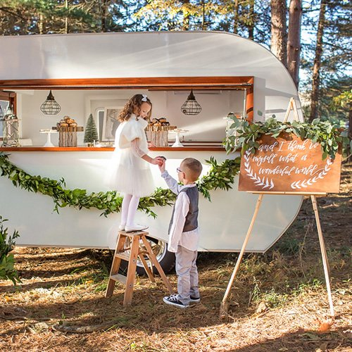 12 Cool Kentucky Derby Inspired Home Decor Ideas: Charming Vintage Camper Christmas Party // Hostess With