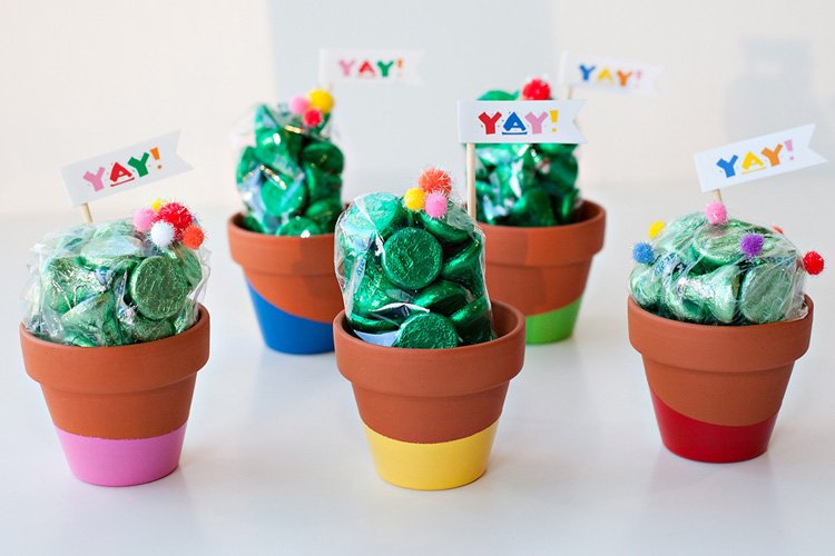 Paint-Dipped Cactus Party Favors (Tutorial)